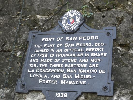 Fort San Pedro: 要塞の案内モニュメント