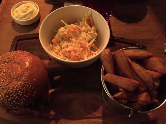 Charterhouse Bar : ハンバーガー美味しかったです