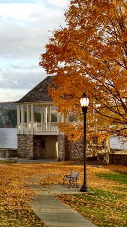 Schroon Lake, estado de Nueva York: View Across the Street