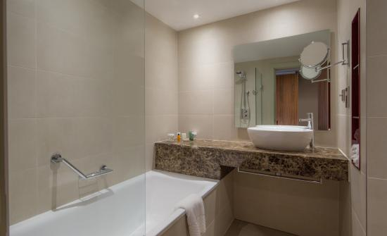 Presidential suite picture of hilton liverpool city for Bathrooms liverpool