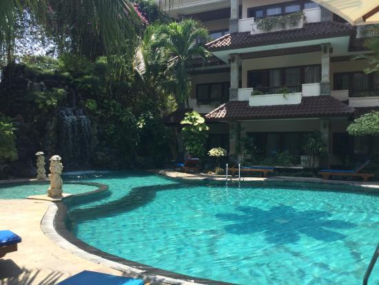 Parigata Resort & Spa: Lovely warm pool