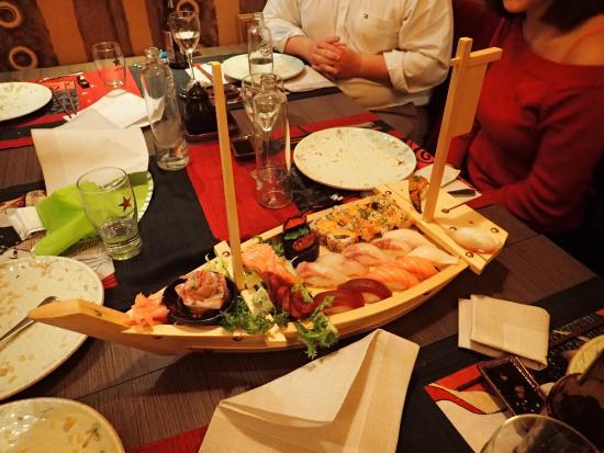 Jie Ichiban : Barco de sushi