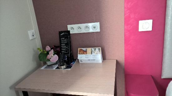 Coin bureau chambre standard hôtel de paris*** gare montparnasse