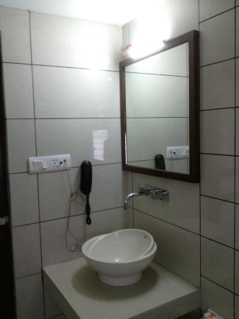 Le Grande Residency : Bathroom with gadgets