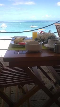 Pearle Beach Resort & Spa: Tavolo della colazione vista mare