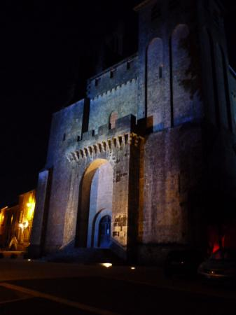 Saint-Avit-Senieur, Frankrike: Abbey at night