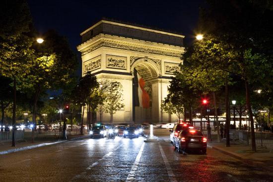 the arc de triomphe at night bild från triumfbågen paris