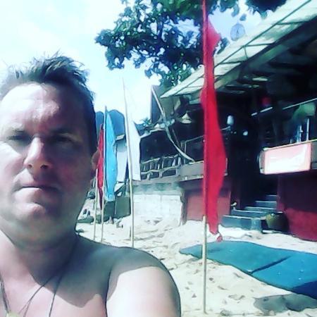 بيتش تيراس هوتل: Пляж рядом с рестораном отеля.