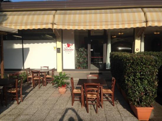 Quarrata, Italy: Parcheggio esterno