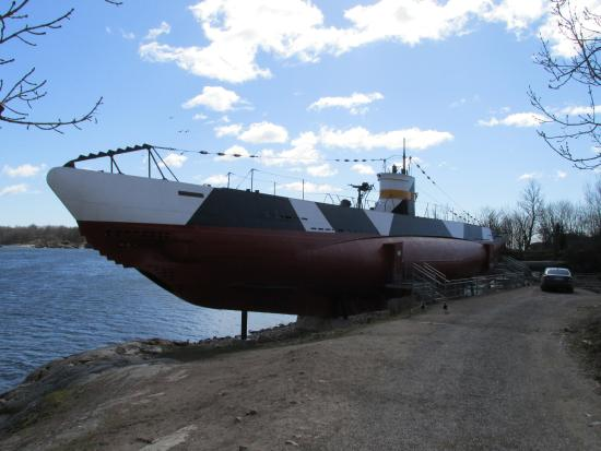 Submarine Vesikko (Sukellusvene Vesikko): Лодка на берегу залива