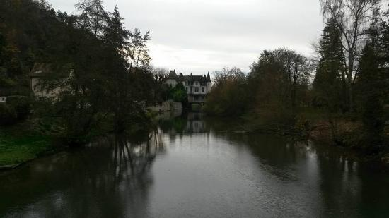 Connelles, Fransa: View from bridge