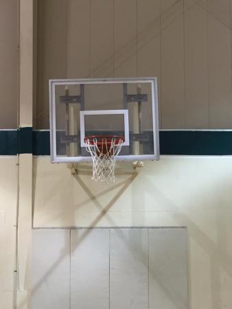 Daniels, Virginia Occidental: Basketball
