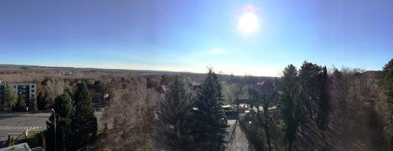 CE Quelle Hotel : Kellemes, délelötti napsűtés az erkélyre.