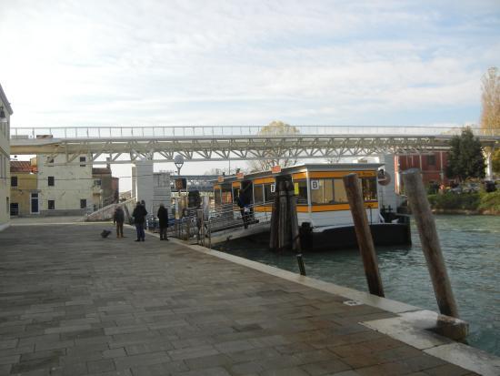 Casa Sant'Andrea: Ponto de embarque do Vaporeto