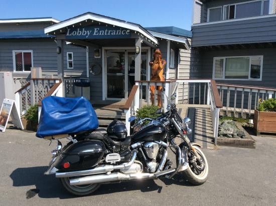 Land's End Resort: Main entrance