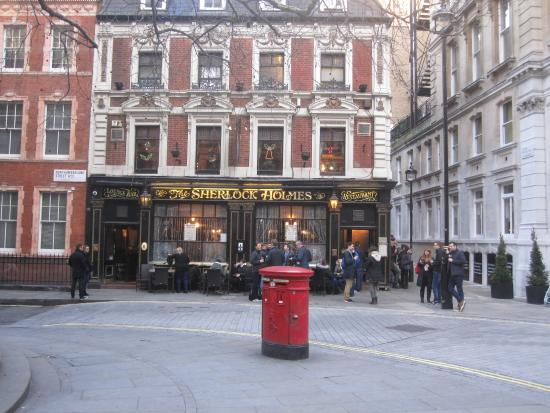The Sherlock Holmes Pub : Front view