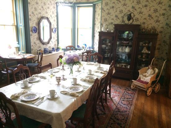Elmwood Heritage Inn: Dining Room
