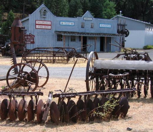 ‪‪Taylorsville‬, كاليفورنيا: FARMING, LOGGING EQUIPMENT‬