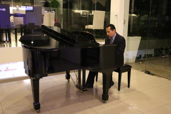 Hotel Contempo: Pleasant piano music
