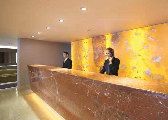 DoubleTree by Hilton Hotel London - Kensington: Hotel Reception