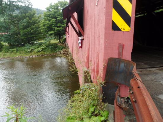 Palmerton, PA: Covered bridge near Bridge Inn