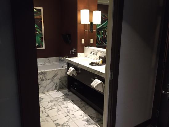 Red Rock Casino Resort & Spa: Bathroom