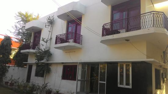 Falcon Guest House : Front side