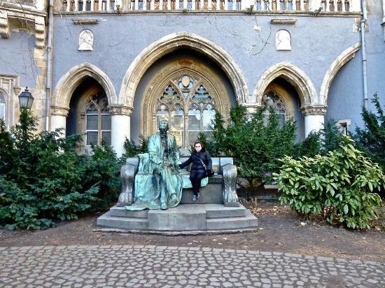 Gróf Károlyi Sándor szobra