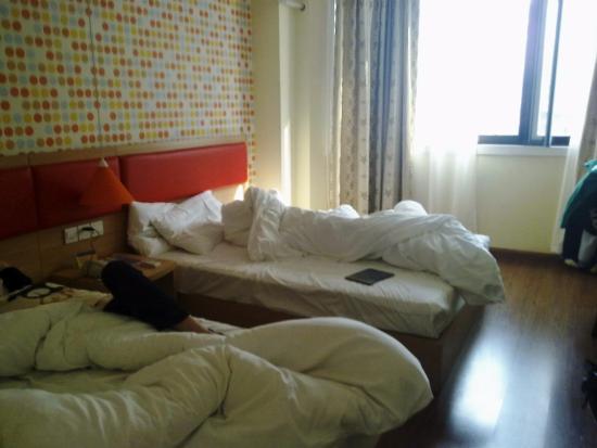 Home Inn Shanghai Renmin Square Fuzhou Road Shanghai Book Store : Утро , здравствуй!