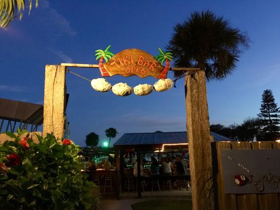 Micco, FL: Tiki bar is open