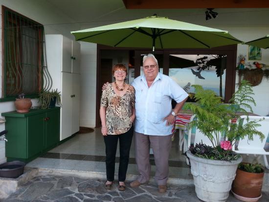 Cabinas Paris Confort: Wonderful Hosts, Michelle & Guy