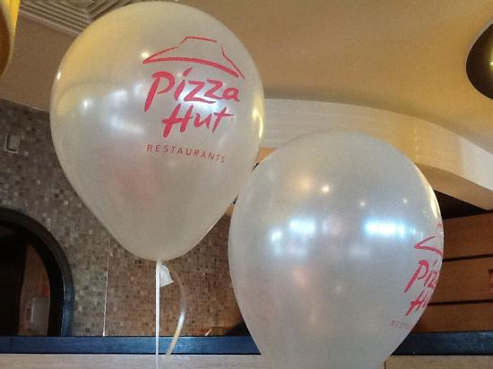 Free Balloons For The Kids Picture Of Pizza Hut Braintree - Childrens birthday parties pizza hut