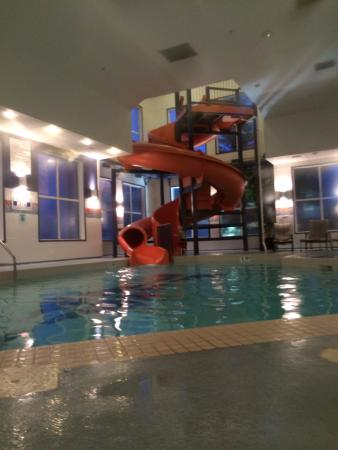 Holiday Inn Express Hotel & Suites Calgary South: The pool and waterslide
