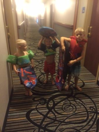 Holiday Inn Express Hotel & Suites Calgary South: Hallway leading to pool! 3 happy kids.
