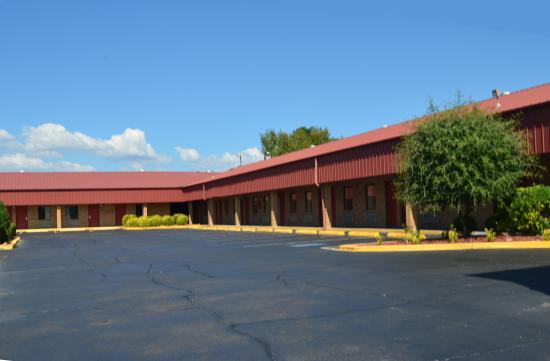 Americas Best Value Inn- Batesville: Exterior