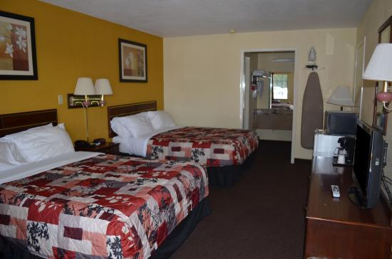 Americas Best Value Inn- Batesville: Two Beds