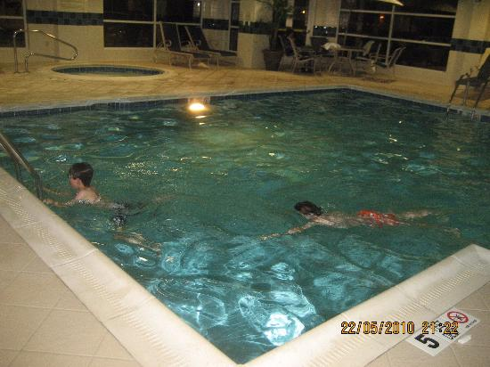 Clarion Hotel Buffalo Airport : Good size indoor pool!