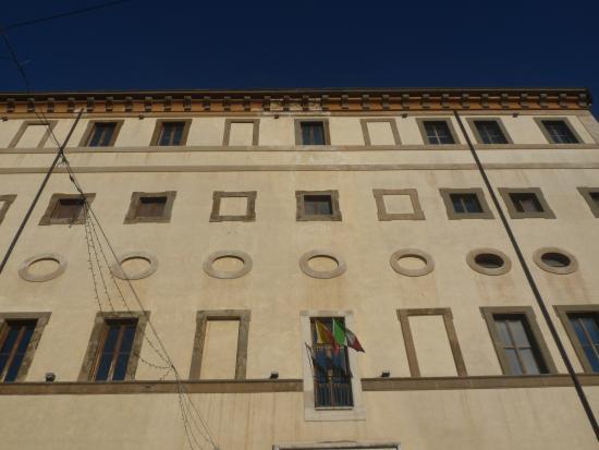 Valmontone, Italia: Facciata del palazzo Doria Pamphily