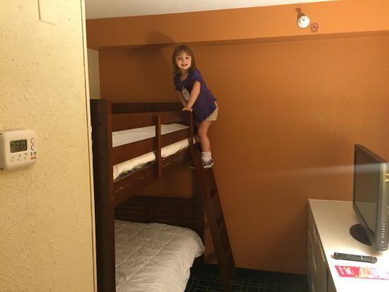 Fairfield Inn & Suites Orlando Lake Buena Vista: Having a blast in the separate bunk bed area!