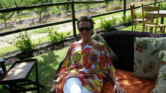 Franschhoek, Sudáfrica: Kathy loving this gorgeous place