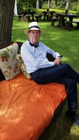Franschhoek, Sudáfrica: Peter enjoying the garden