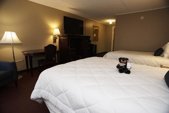 Fireside Inn & Suites at Lake Winnipesaukee: 2-Queen 1st Floor