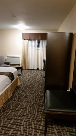 BEST WESTERN Royal Oak Inn: Room after you enter