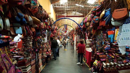 Hotel Casa Antigua: Neighborhood shops