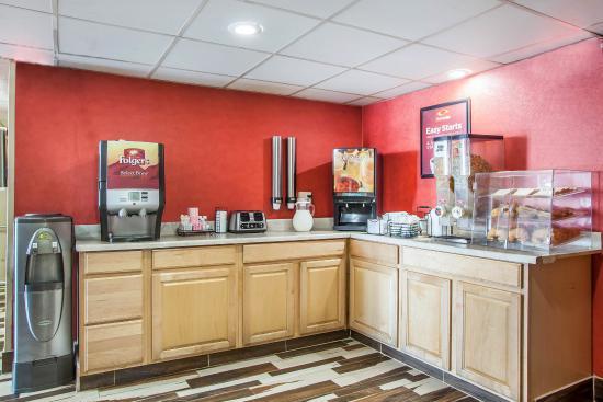 Econo Lodge Jersey City: Breakfast area
