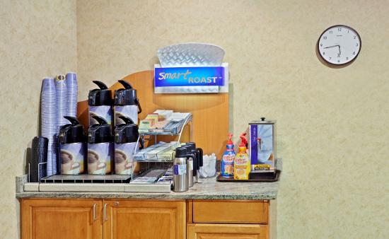 Holiday Inn Express Cheney - Breakfast Bar