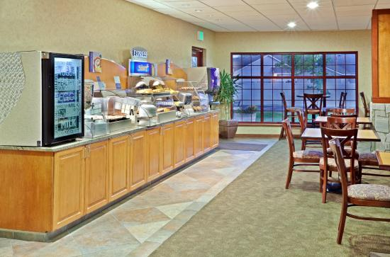 Holiday Inn Express Cheney - Breakfast Bar