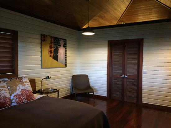 Marigot, دومينيكا: Cabana 4, wall divider between bedroom and bathroom