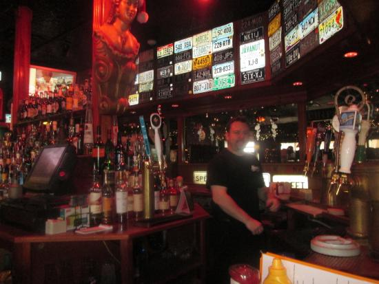 Clinton, CT: Americanized Pub