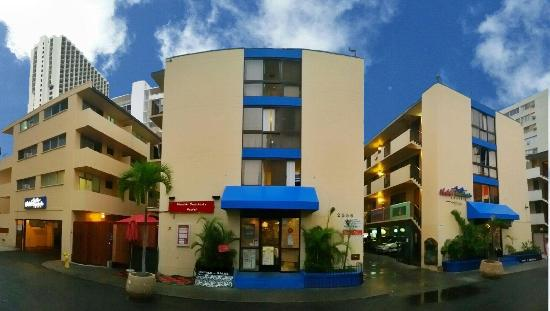Waikiki Beachside Hostel: Street View